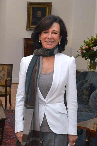 Mandataria_recibió_en_audiencia_a_Ana_Botín,en_el_marco_de_la_Cumbre_ONU_Mujeres_realizada_en_Chile(cropped)